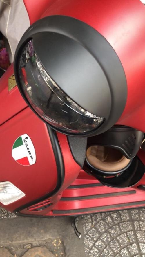 Chụp pha SIP cho xe Vespa màu đen nhám 009