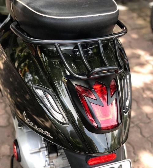 Ốp hậu Motto Nostra màu đen cho xe Vespa 005
